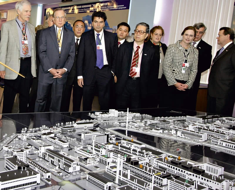 Delegation, including Ted Turner and Sam Nunn, inspects model of operation